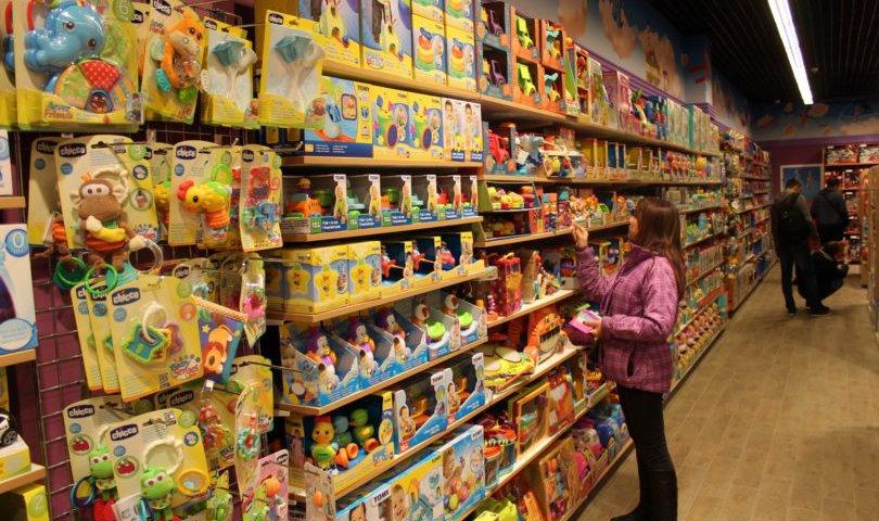 Игрушки на рынке в Москве (ТЯК «Москва», район Люблино)