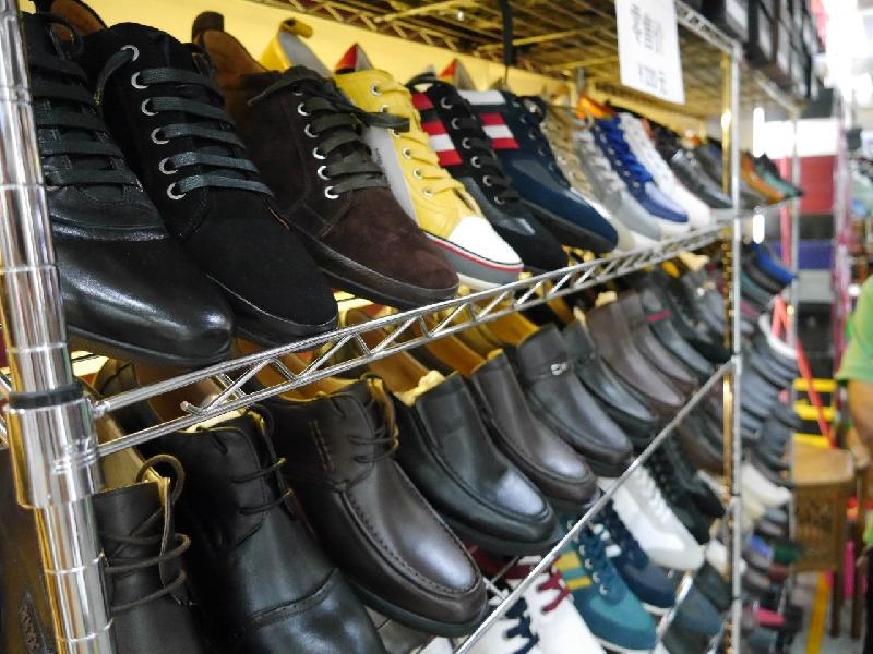 Обувь на рынке в Москве (ТЯК Москва - рынок в Люблино)